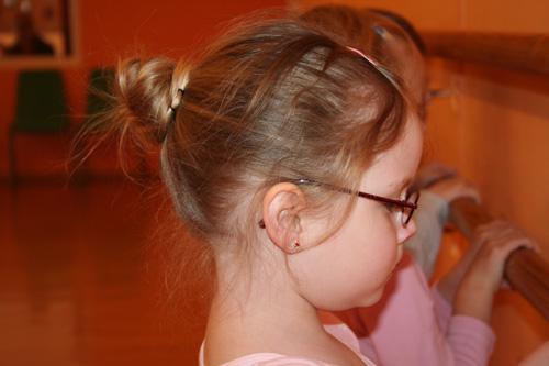 Haare und Schmuck beim Ballett